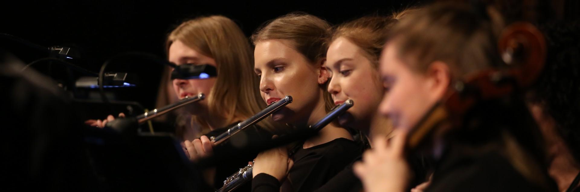 Fløytestudenter på Universitetets julekonsert 2019. Foto: Olav Bjånes.