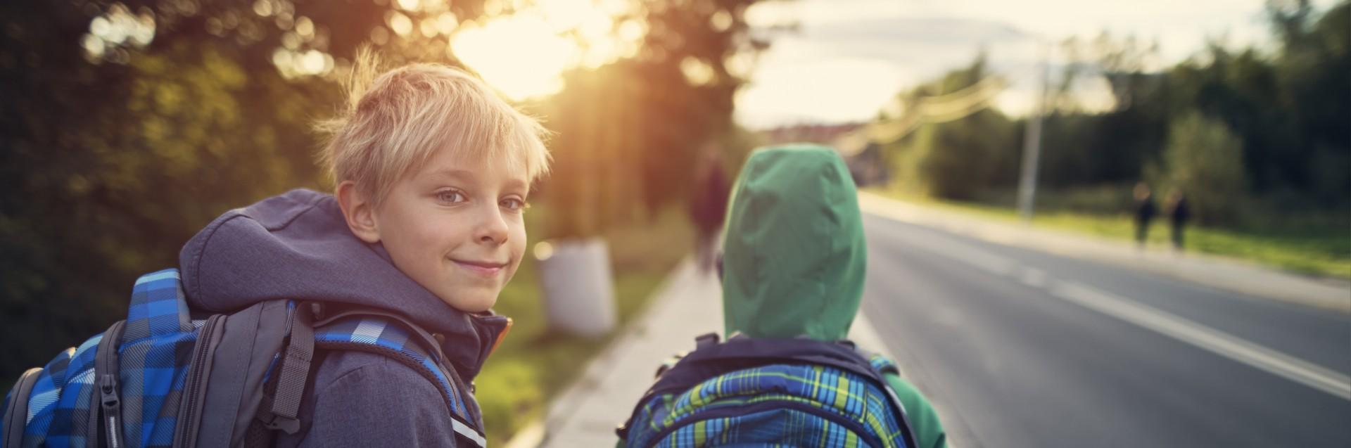 To gutter på skoleveien