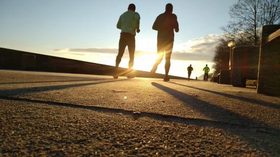 Mennesker som jogger
