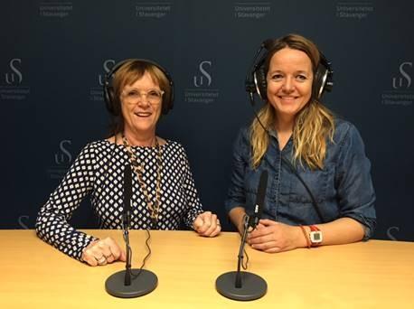 Ingunn Aase og Kristin H. Urstad i UiS sitt podkaststudio
