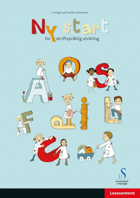 Forside: Ny start for skriftspråklig utvikling. Illustrasjon: Tegning av barn som leker mellom store bokstaver.
