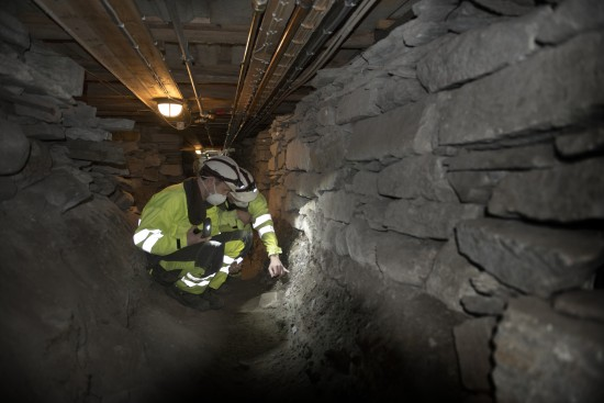 Arkeologer i arbeid under domkirken