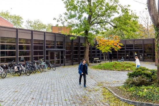 Foto av hovedbygget tilhørende Fakultet for utøvende kunstfag. Foto: Marius Vervik
