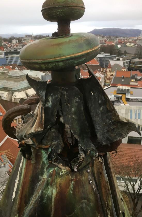 Bilde av toppen av Valbergtårnet i dårlig stad