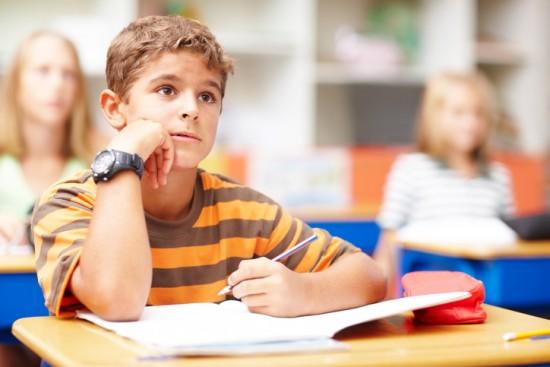 gutt i klasserom