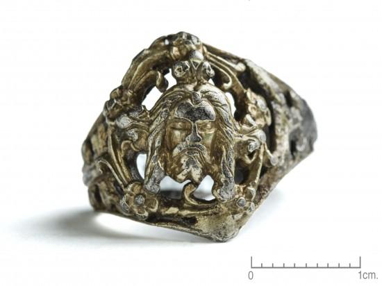 Fingerring av sølv fra senmiddelalder