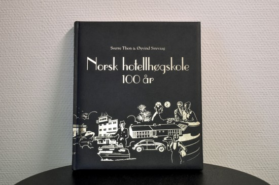 Jubileumsboken til Norsk hotellhøgskole.