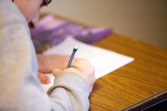 bilde fra en skriftlig eksamen på papir. Foto: Ben Mullins