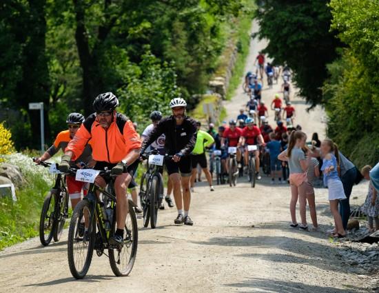 Syklister på landeveien i Nordsjørittet