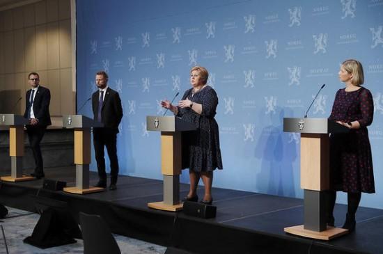 Regjeringen holder pressekonferanse om tiltak i forbindelse med covid-19, 7. mai 2020. (Foto: Torbjørn Kjosvold, Forsvaret)