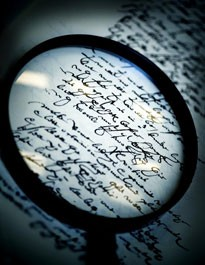 Lupe over gammel håndskrift