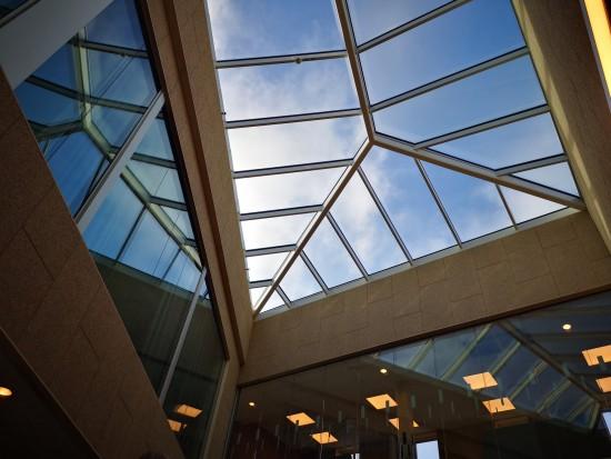 Himmelen sett gjennom et glasstak