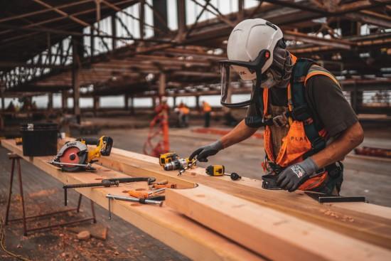 Arbeider på byggeplass
