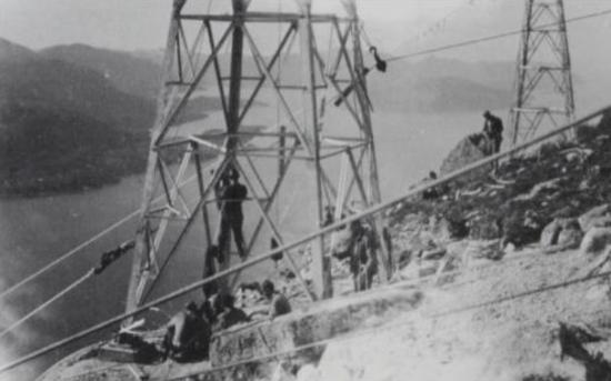 Kraftlinjer bygges over Høgsfjorden i 1957