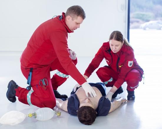 Faglærere i paramedisin under simulering