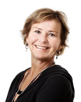 Bilde av prosjektleder Ingunn Studsrød. En dame iført sort cardigan med med kroppen vendt vekk fra kameraet, mens hodet er vendt mot. Hun smiler.