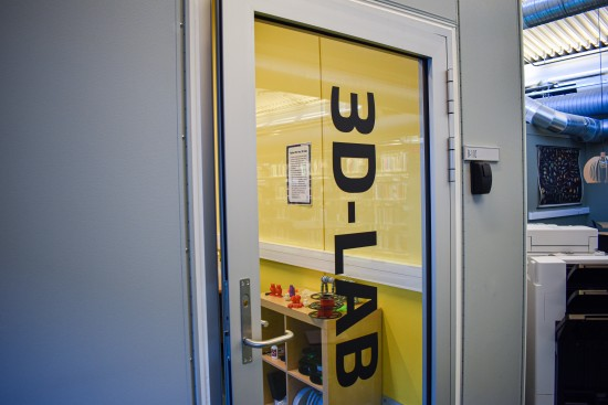 Døra inn til 3D-laben i biblioteket