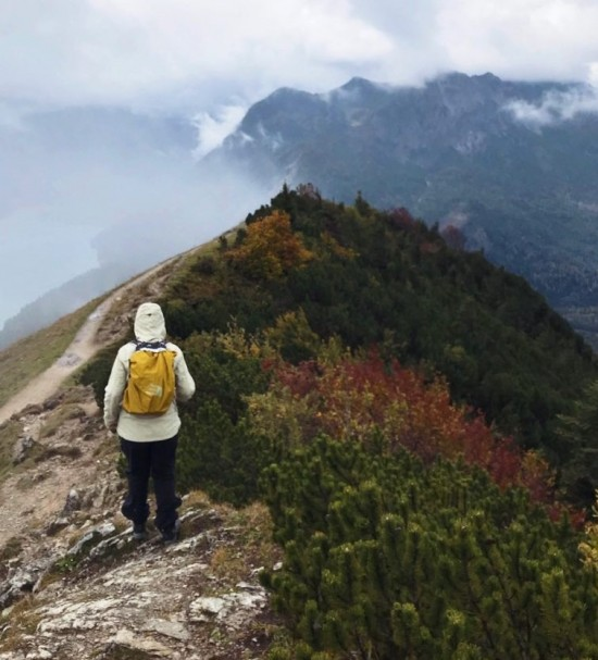 Jente på fjelltur. Utveksling ved UiS.
