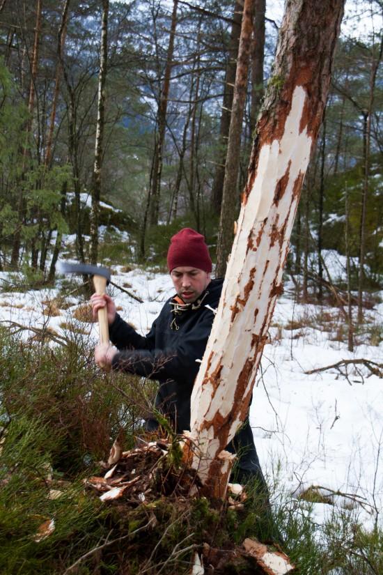 Hugging av tømmer til Jernaldergården