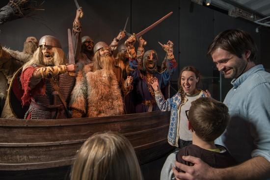 Familie og vikinger.
