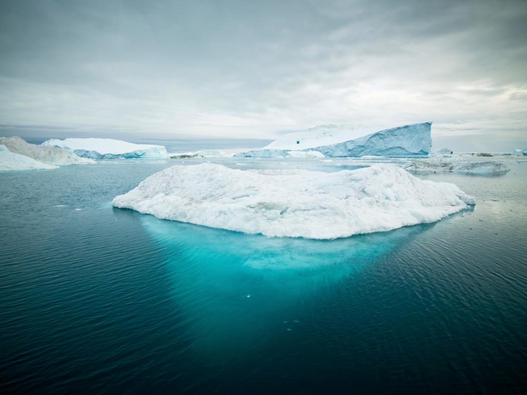 Illustrasjonsfoto av drivende isflak i Arktis.