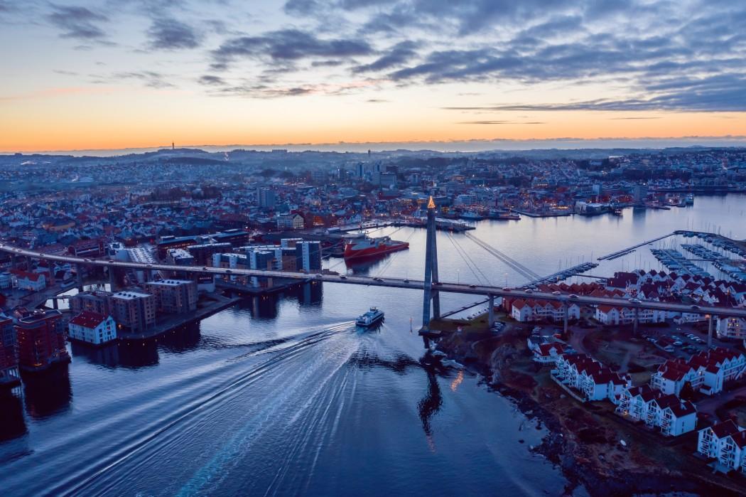 Stavanger sett frå lufta ved innseglinga og bybroa