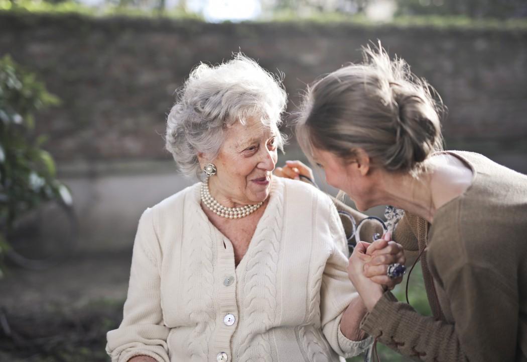 To kvinner ved siden av hverandre