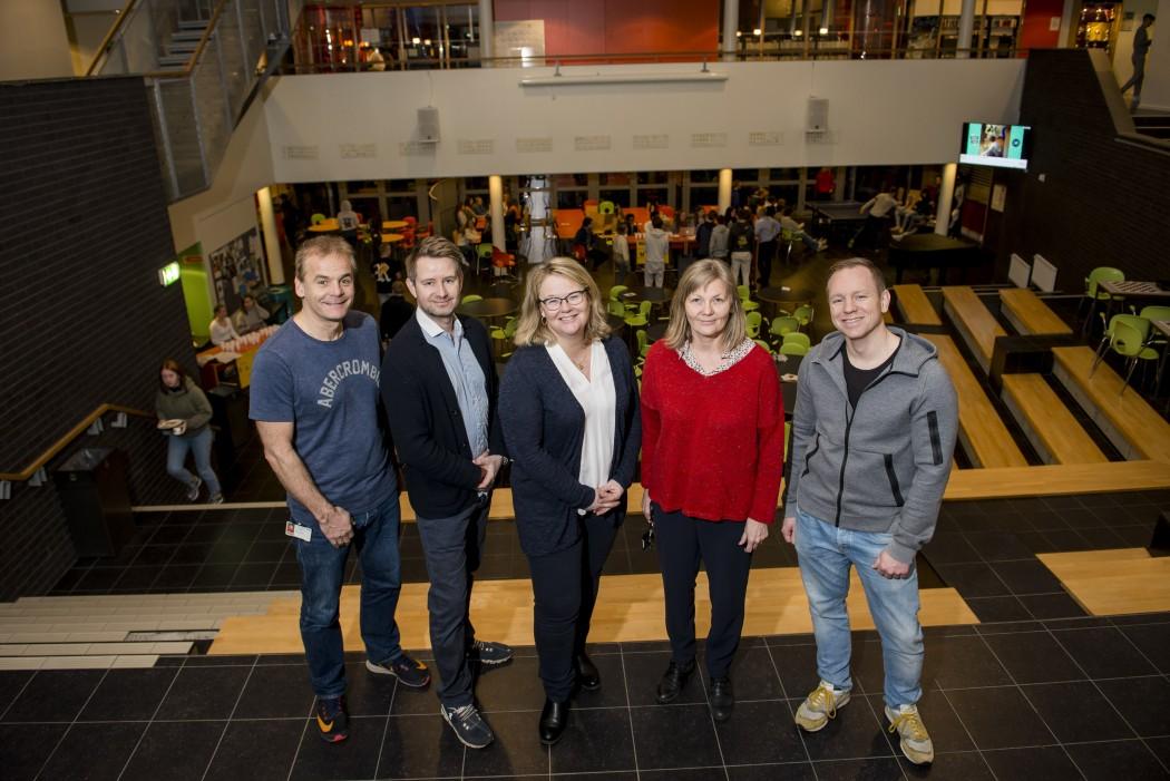 F.v.: Gunnar Solvang, Rune Heiestad, Pernille Herje Haga, Marit Lund og Glenn Thore Helgø fra Frogn vgs.