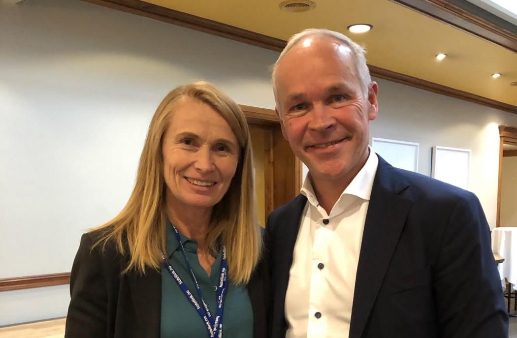 Førsteamanuensis Trude Havik sammen med kunnskapsminister Jan Tore Sanner i forbindelse med INSA-konferanse.